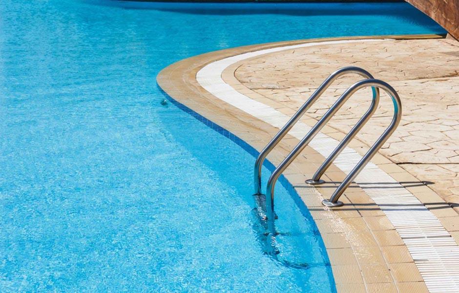 consejos de mantenimiento de piscina lluvia