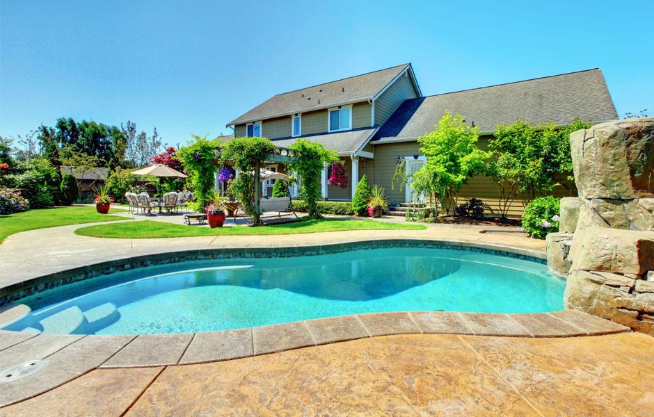 ventajas de una piscina privada